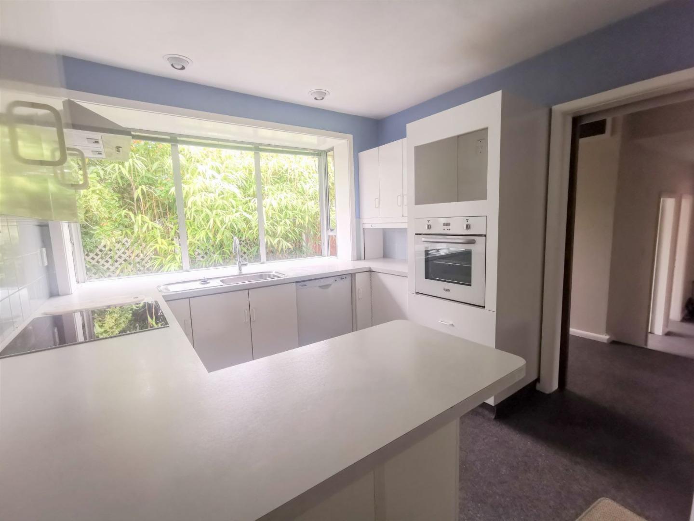 5 Bedroom 2 Bathroom House in Russley!